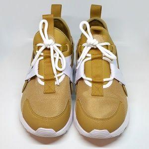 760a71c60952 Nike Shoes - Nike Air Huarache City Low Elemental Gold AH6804